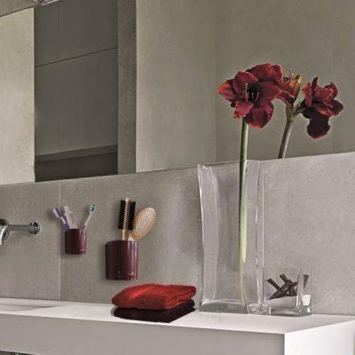 Magnetické květináče jsou pomocí skrytého magnetu připevněny na zdi v koupelně