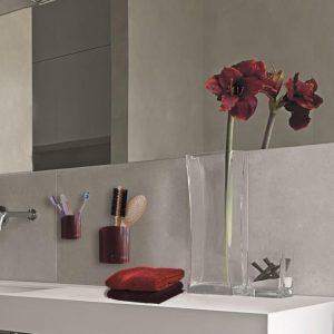 Magnetické květináč slouží jako polička na drobné věci